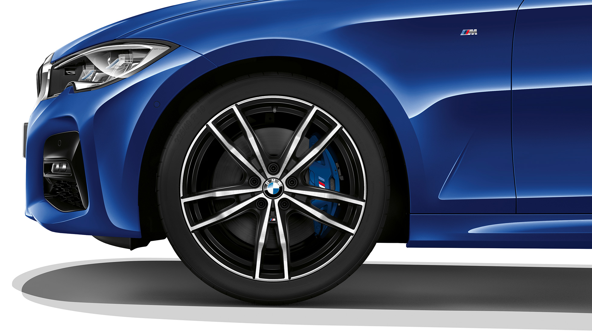Close-up of the light alloy wheel of the BMW 3 Series Saloon with Model M Sport equipment.