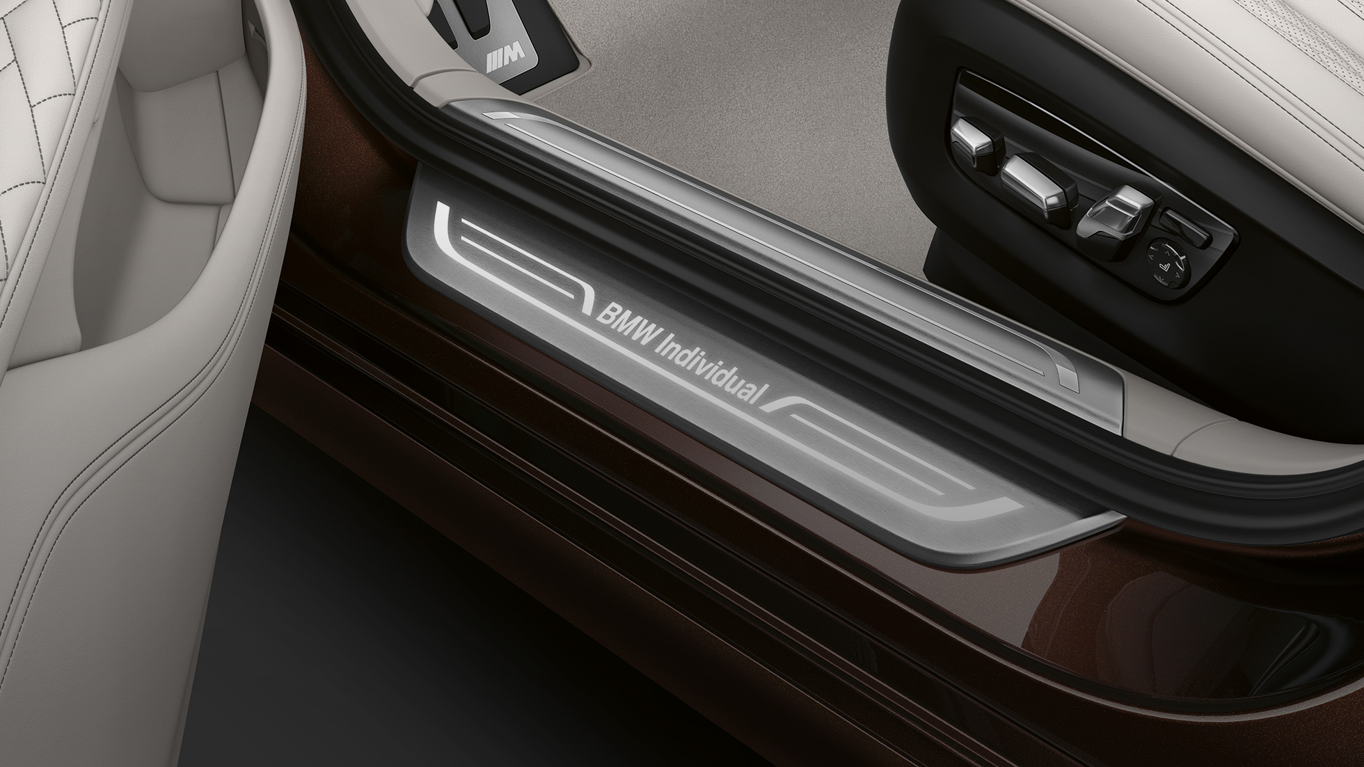 BMW 7 Series Saloon: entry sill with BMW Individual lettering