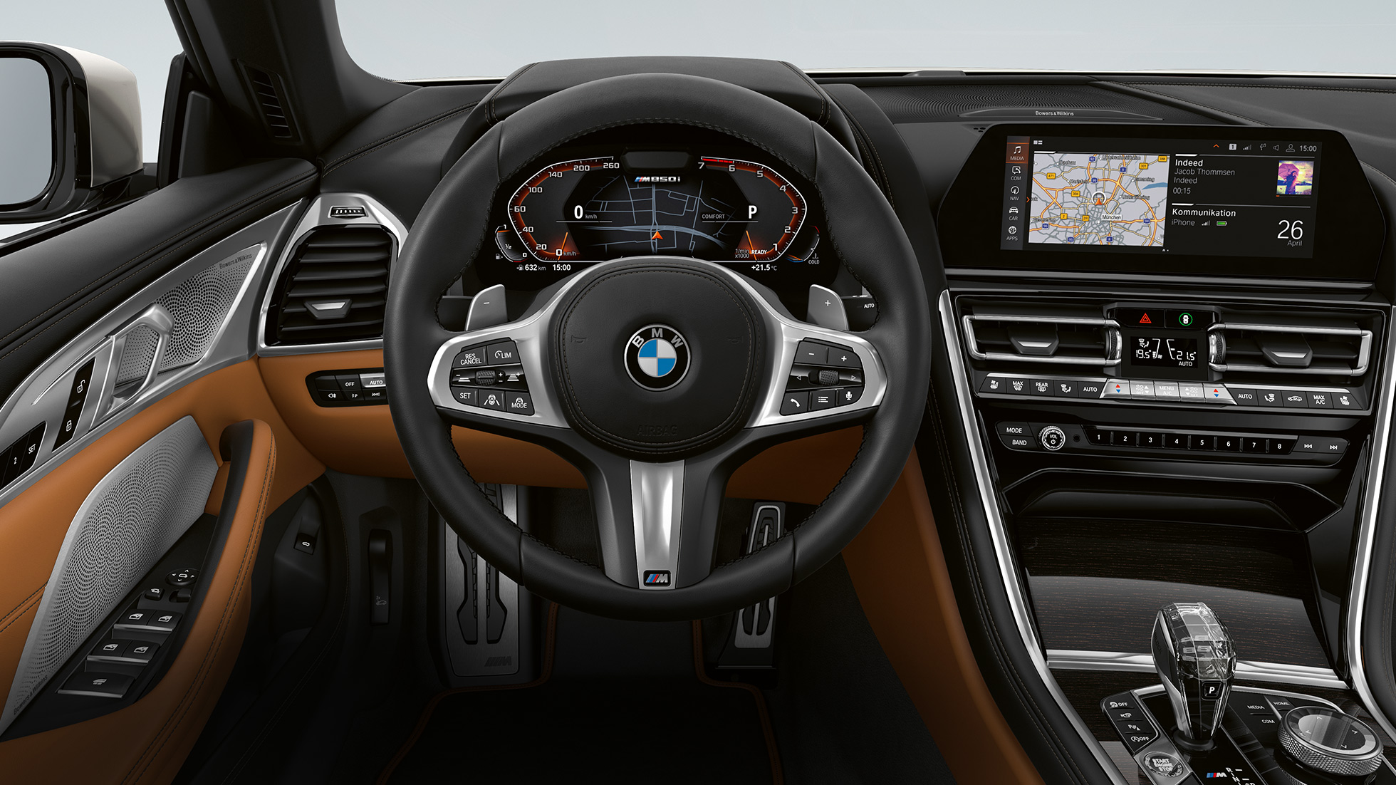 BMW M850i xDrive, M leather steering wheel with shift paddles and multifunction.