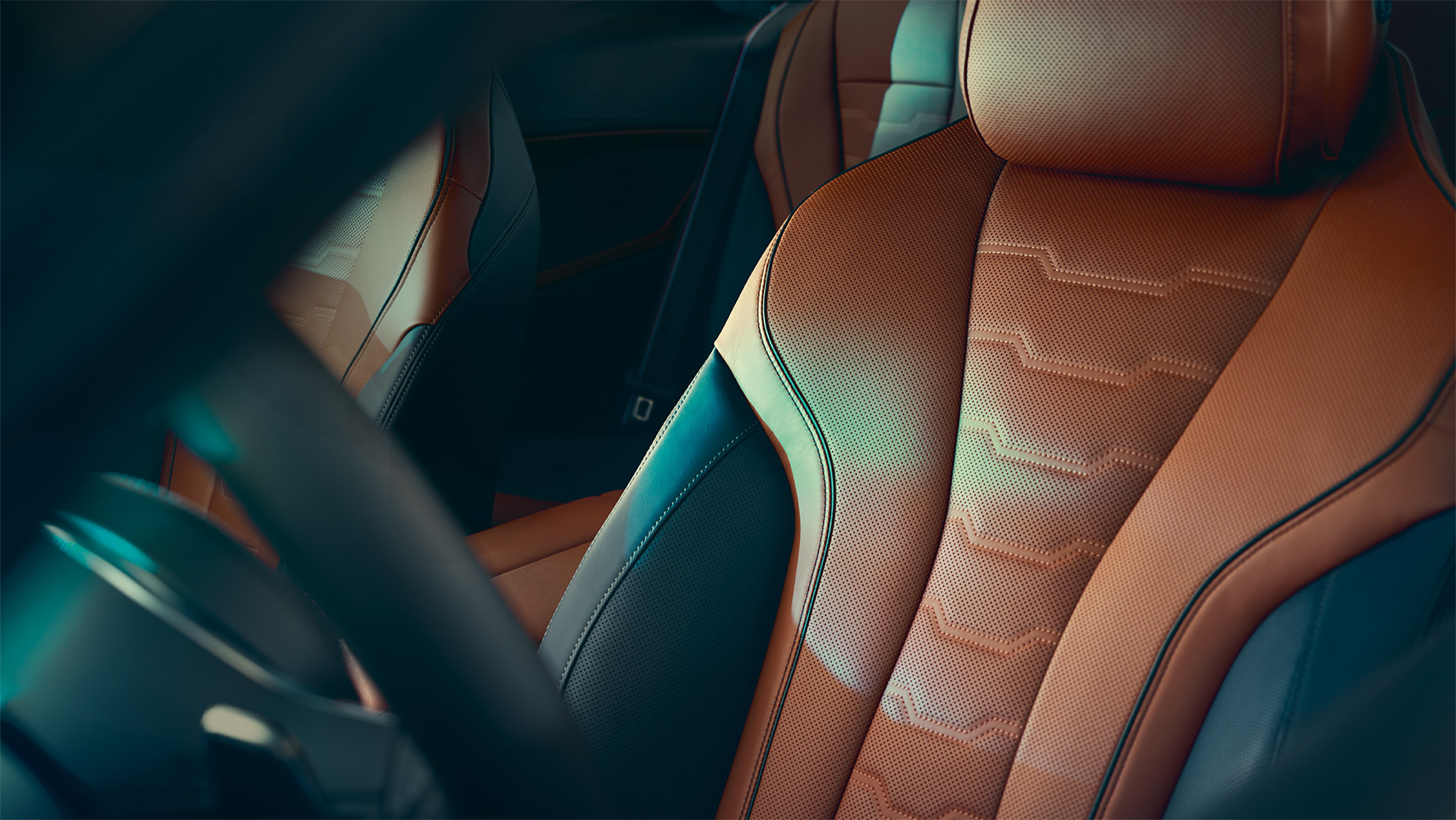 Close-up of the BMW 8 Series Coupé multi-functional seat in Merino leather.