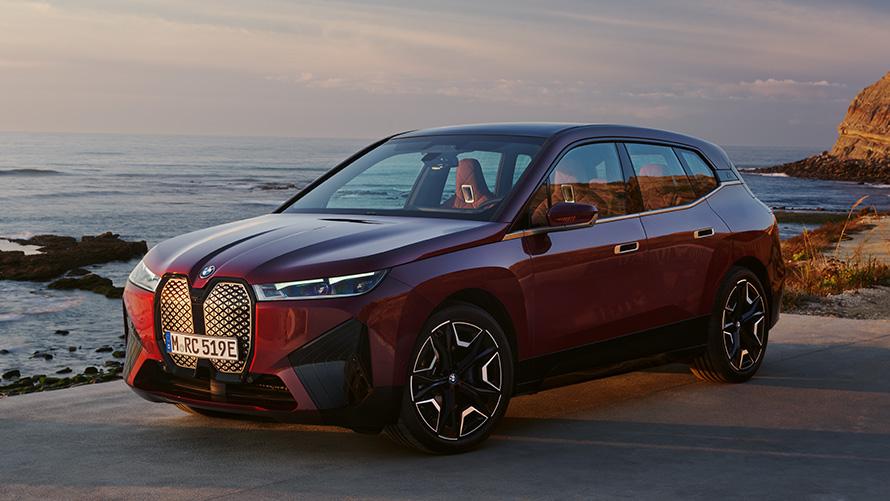 BMW iX i20 2021 electric SUV BMW iX xDrive50 Aventurin Red side view exterior
