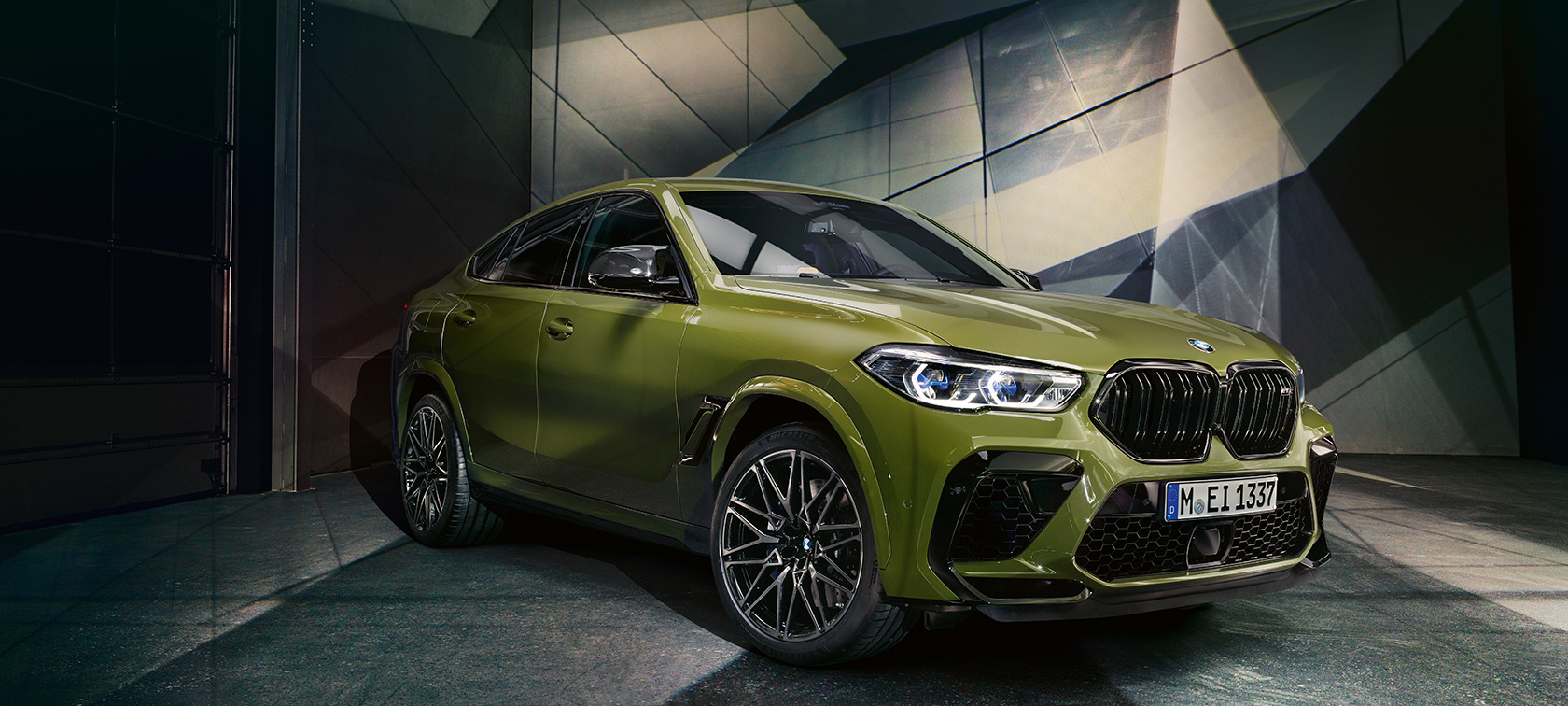 BMW X6 M Competition BMW Individual Special Paint Urban Green SUV F96 2020 side view