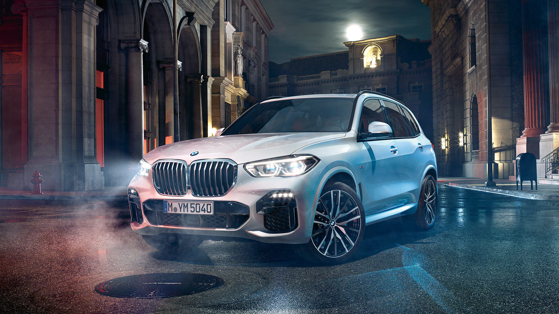BMW X5 G05 2018 Mineral White metallic three-quarter front view standing at night