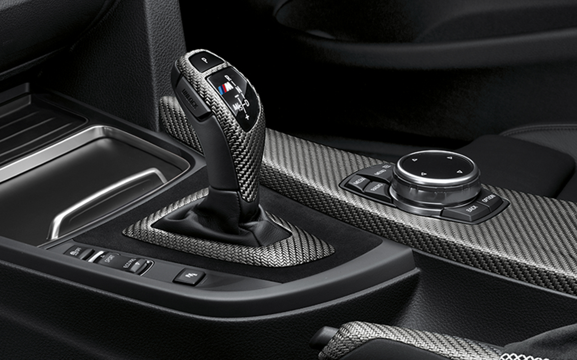 https://www.bmw.ie/content/dam/bmw/common/topics/offers-and-services/original-bmw-accessories/m-performance-parts/BMW-MPP-F90-interieur-gallery-1920x1200-05.jpg.asset.1509982152796.jpg