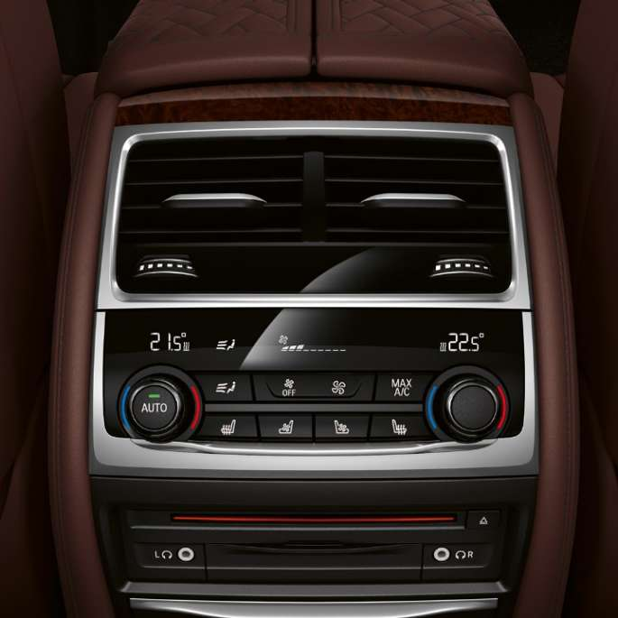 BMW 7 Series Saloon M Sport package: Close-up of Climate control system