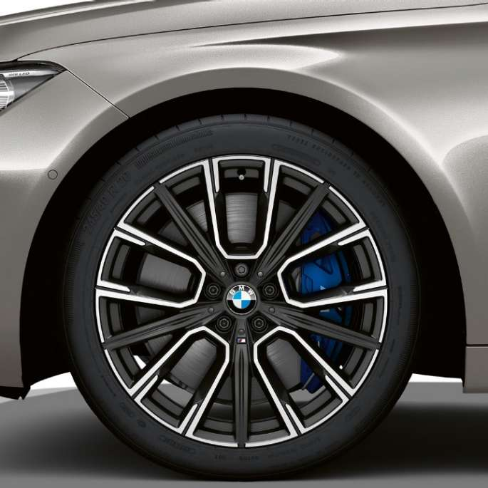BMW 7 Series Saloon M Sport package: Close-up of the wheels